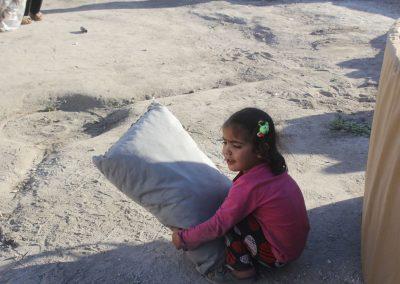 Distribution  de couvertures et des matelas au nord de la Syrie