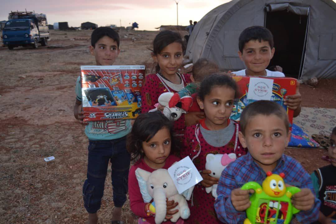 Distribution de cadeaux pour l'Aid El Fitr
