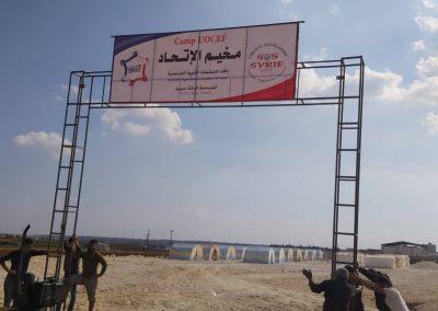 Construction d'un camp de réfugiés